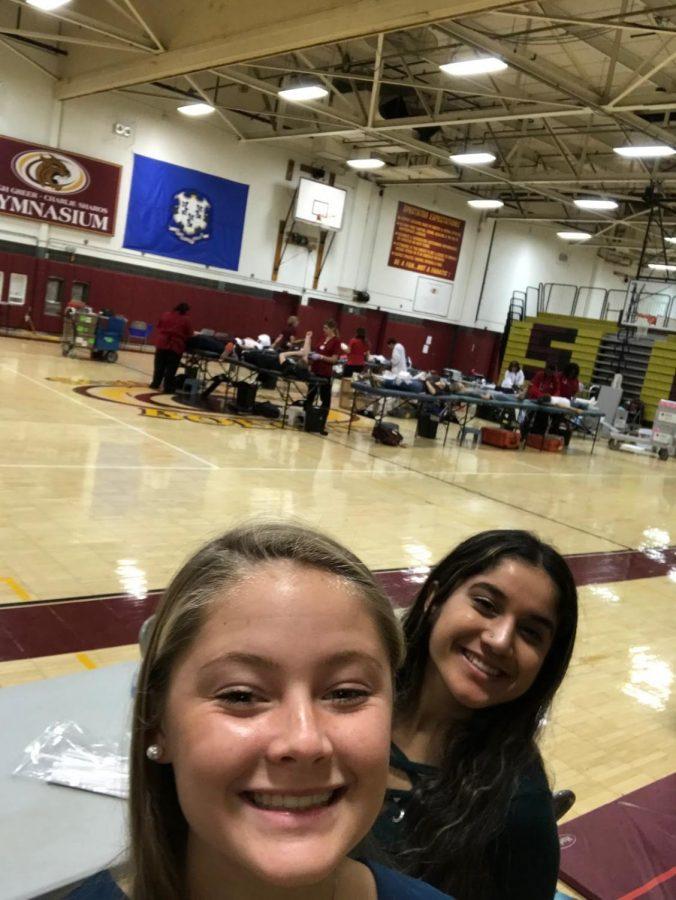 Seniors%2C+Kellie+Ward+and+Bhakti+Patel%2C+volunteering+at+the+blood+drive.