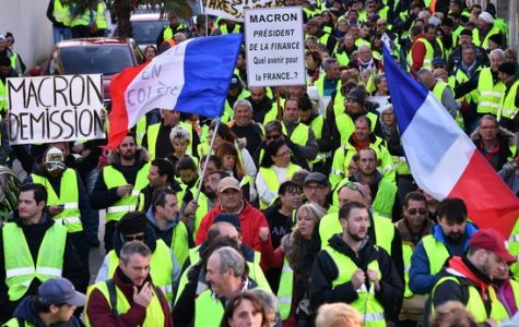 """""""Les gilets jaunes"""" in France continue to protest"""