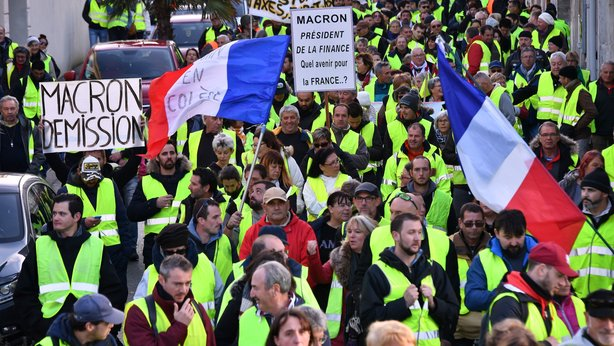 +Les+gilets+jaunes+march+in+protest