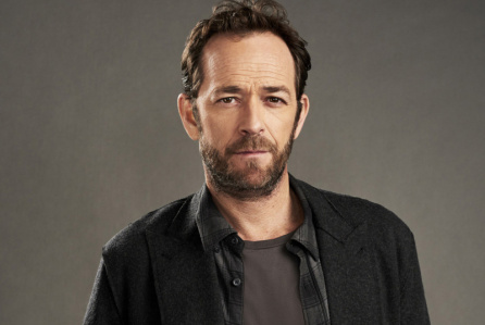 Riverdale -- Image Number: RVD_Fred_GRAY_097rb.jpg -- Pictured: Luke Perry as Fred Andrews -- Photo: Marc Hom/The CW -- Ì?å© 2017 The CW Network. All Rights Reserved